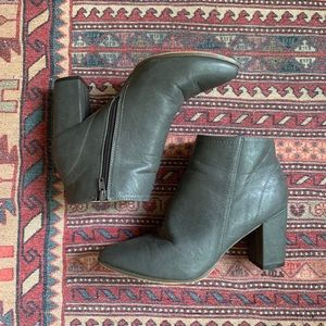 Size 9 Chase + Chloe Gray Booties